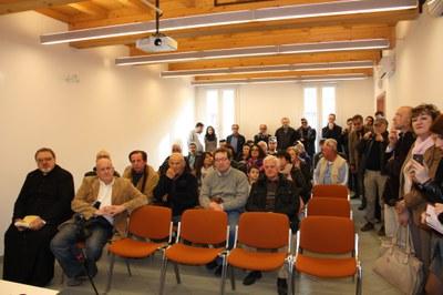 La sala conferenze gremita di gente